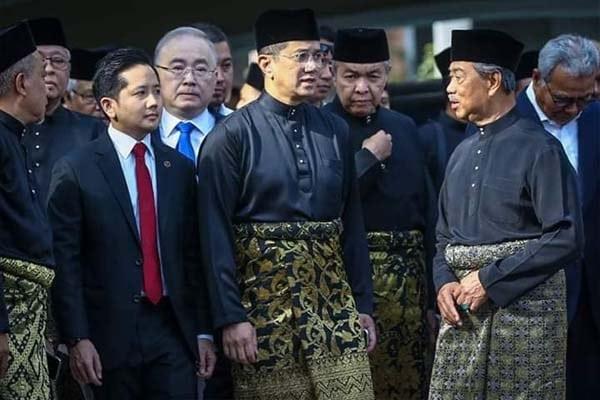 Demi jawatan dan gaji GLC, PN abaikan keluhuran nilai Melayu Islam