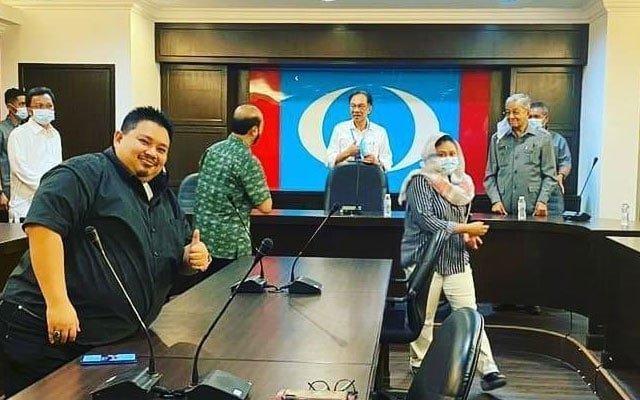 Pertemuan Tun M dan Anwar di Ibu Pejabat PKR