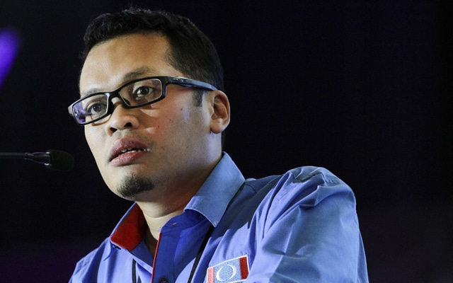 Tun M yang bawa Azmin dalam kabinet, jangan salahkan Anwar