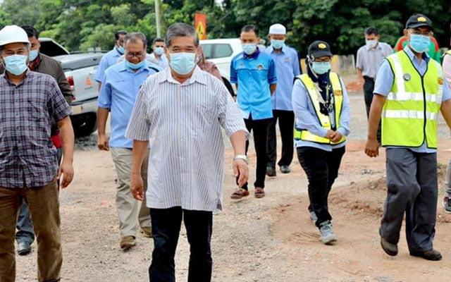 Mohamad Sabu tinjau status pembinaan jalan di parlimen Kota Raja