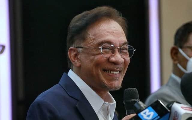 Panas !!! MT Umno tolak cadangan Zahid untuk sokong Anwar – Sumber