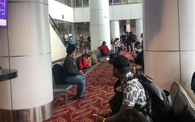 Penumpang dari Sabah tunggu hampir 6 jam untuk proses swab test di KLIA