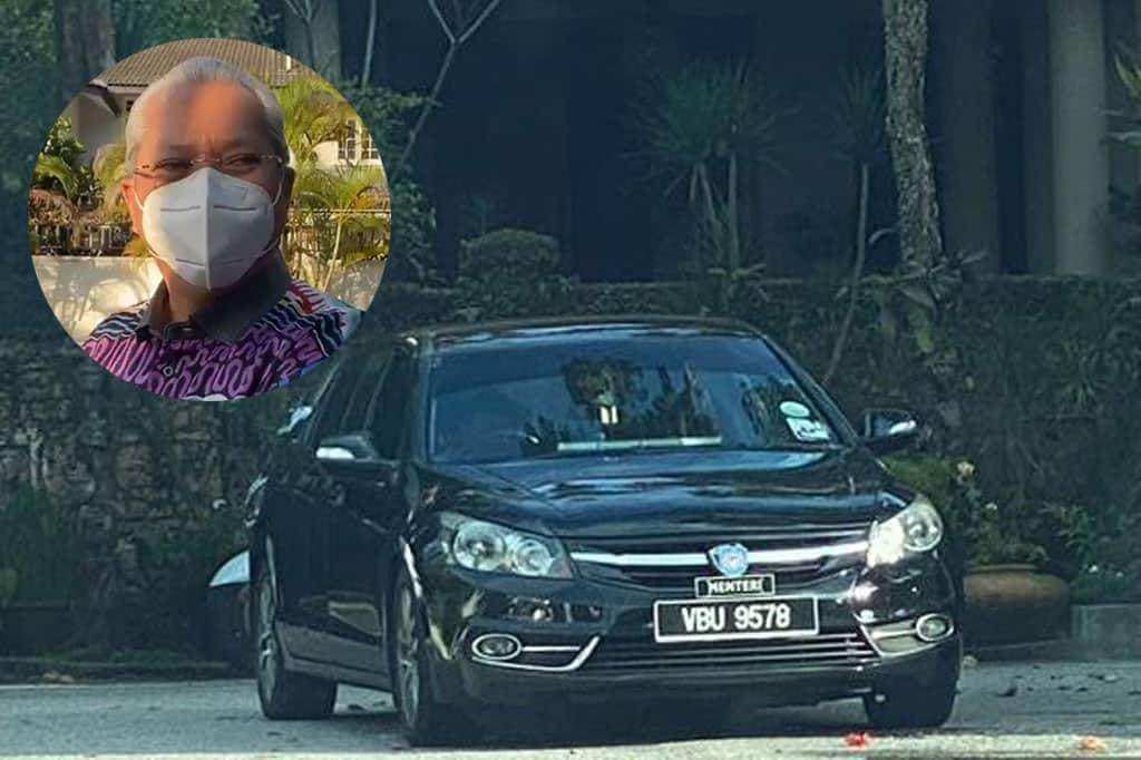 Gempar !!! Kereta 'Menteri' dan kereta 'Istana' berada di rumah Muhyiddin