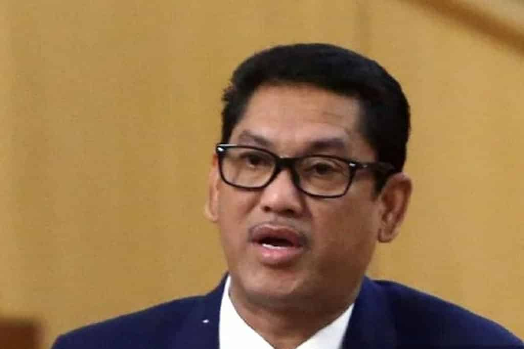 Panas !!! Pengerusi Umno Perak tegur MB agar berhenti main politik