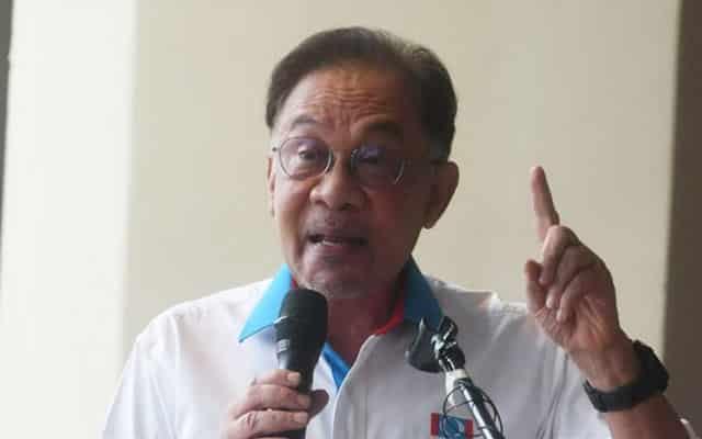 Kerajaan PN tak berani sentuh pihak bank untuk bantu rakyat dengan moratorium – Anwar