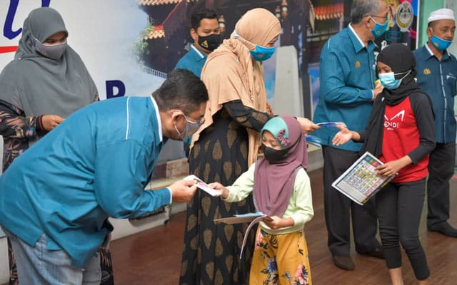 RM100 000 bantuan kelengkapan persekolahan Parlimen Parit Buntar