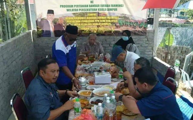 Gempar !!! Tular gambar Annuar Musa makan enam orang satu meja waktu PKP
