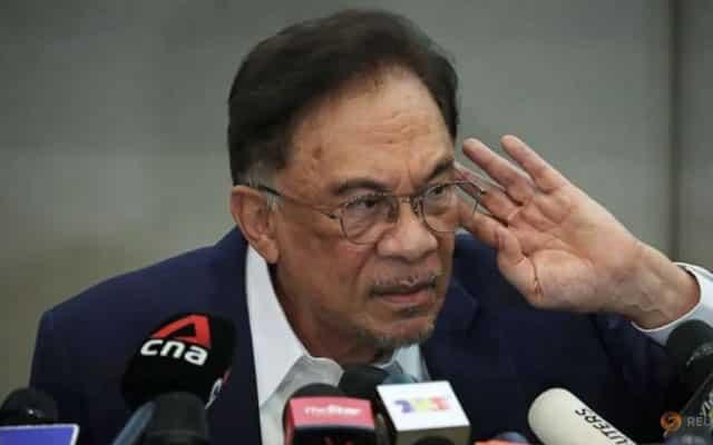 Sekat kebebasan bersuara kelakuan kerajaan lemah yang tidak absah – Anwar
