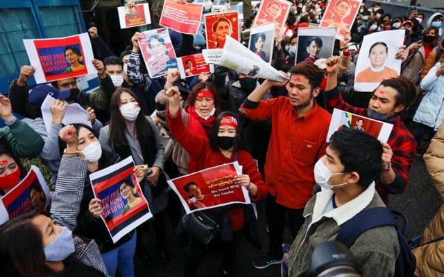 Rampasan kuasa : Para doktor di Myanmar lancar mogok