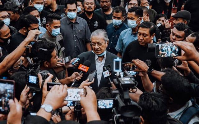 Panas !!! Penyokong Mahathir mahu bertanding 98 kerusi dan cadang PH bertanding 124 kerusi